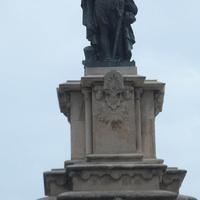 памятник Адмиралу Ружеро в конце Новой Рамблы