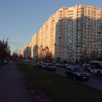 Перекресток ул. Академика Анохина и Тропаревской.