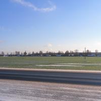 Сахаровка. Слева за озером агрогородок Добрая. Вид с Р-70.