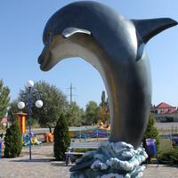 Бердянск. Скульптура у дельфинария.