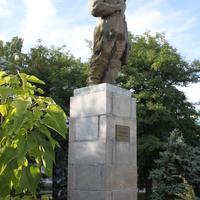 Бердянск. Памятник Полине Осипенко.