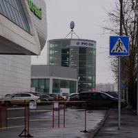 Рынок Лужайка, автосалон Руслан