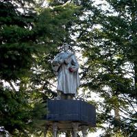 Памятник на братской могиле 11 советских воинов