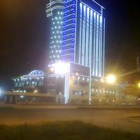 """Гранд Отель """"ВИДГОФ""""ночью."""