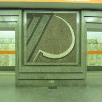 На мозаиках-пиктограммах изображены:  серп; молот