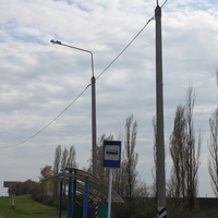 """Гонки. Автобусная остановка на трассе """"Крым""""."""