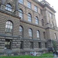 Угол здания музея