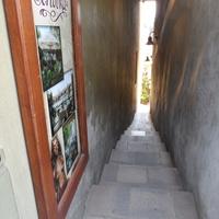 Самая узкая улица в Праге