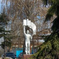 Памятник строителям на улице Ковалева