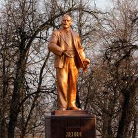 Памятник Ленину на улице Ленина