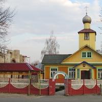 Свято-Иоанно-Богословская церковь и строительстно новой слева