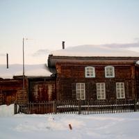 Щекурья. Старинный православный храм -ныне деревенский клуб.  Югра.