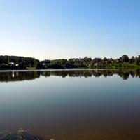 Рыбалить с утречка на озеро.