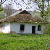 Руїни старих будівль на території ПТУ в с. Погірці