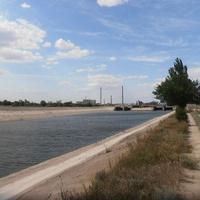 Северо-крымский канал. Проходит рядом с деревней