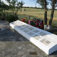 Мемориальная плита с имена павших в ВОВ односельчан