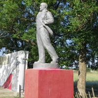 Памятник Ленину и мемориал воинам ВОВ