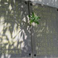 Мемориальные плиты с импнами павших в ВОВ односельчан