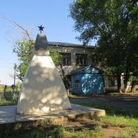Братская могила периода Гражданской войны на территории бывшей школы