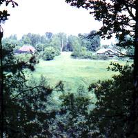 Вид на Солослово через речку Медвенку.
