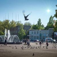Площадь с фонтаном