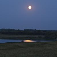 Суперлуние над Иван-озером