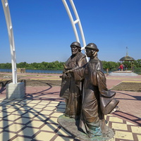Памятник Петру и Февронии на набережной
