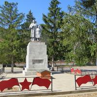 Памятник комсомольцам-подпольщикам на братской могиле