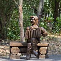 Деревянная скульптура в Парке Победы