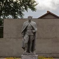 Памятник Красному командиру