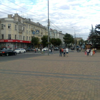 Вид на ул. Соборную(направо) с площади перед Горсоветом