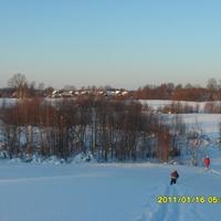 Вид деревни с горы. Катаемся на лыжах