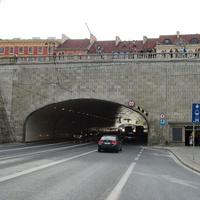 Тоннель под площадью