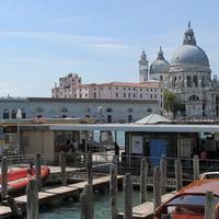 Вид на собор Санта-Мария делла Салюте и Гранд-канал