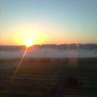 Раннее утро. Туман над водой.