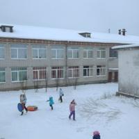 Во дворе школы 2013 г.