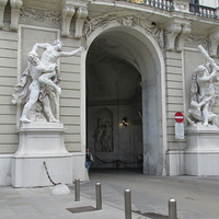 Выход со двора Ин дер Бург на площадь Архангела Михаила