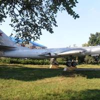 Установлен в память 251 гвардейского ав. полка