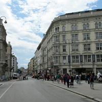 Улица Августинерштрассе, справа музей Альбертина