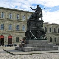 Памятник королю Баварии Максимилиану I Иосифу