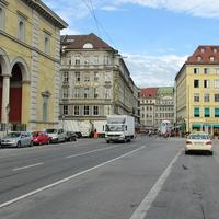 Улица возле площади Макса Иосифа