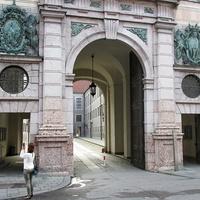 Вход в мюнхенскую резиденцию со стороны Одеонсплац