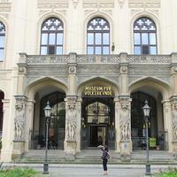 Вход в музей этнологии