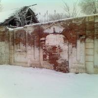 Венчальные ворота бывшего монастыря
