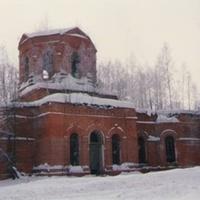 Заброшенный Троицкий храм в селе Шарапово зимой 1993г.