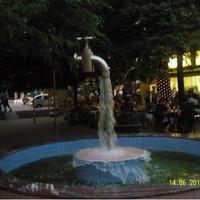 Кран фонтан в парке-кафе Пингвин в Лазаревском