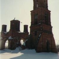Заброшенный Николо-Ялминский храм  в бывшем селе Ялмонть. Март 1994г.