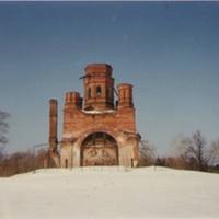 Заброшенный Николо-Ялминский храм  в бывшем селе Ялмонт. Март 1994г.