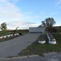 Эта часть памятника носит название «Кировский вал».