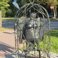 Скульптура женщины-птицы в Великом Новгороде